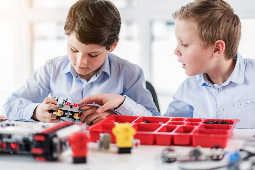 składanie robota z lego